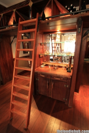 Decanter shelf and wine ladder